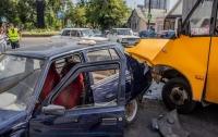 ДТП в Днепре: ЗАЗ протаранил маршрутку с пассажирами, есть пострадавшие
