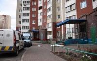 В Киеве дочь выбросила мать на улицу