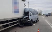 Маршрутка столкнулась с грузовиком, есть жертвы