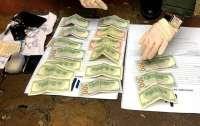 На Прикарпатье полицейского задержали при получении взятки