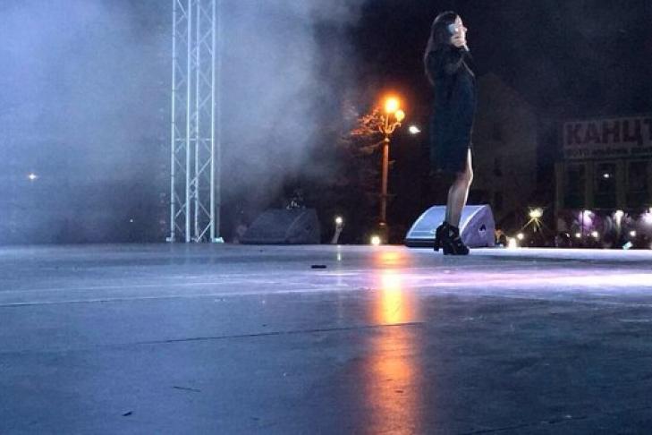 Под Хмельницком кошмарный циклон сорвал крышу сцены иконцерт Златы Огневич