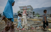 Число жертв землетрясения и цунами в Индонезии может резко возрасти