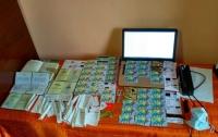 Киберполиция поймала мошенника, воровавшего деньги клиентов АЗС (видео)