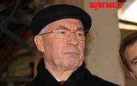 Азаров обещает финансовую поддержку и жилье «Беркуту»
