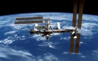 Возле МКС пролетел крупный НЛО, исказивший пространство (видео)