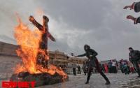 Под Киевом сожгли гигантское «чучело зимы» (ФОТО)