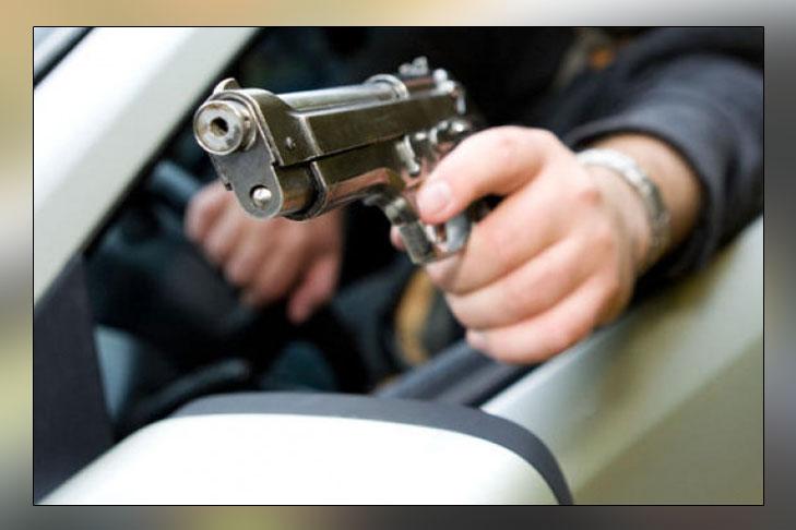 Под Донецком открыли стрельбу из автомобиля