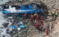 Автобус упал в пропасть в Перу: погибли 15 человек, 25 пострадали
