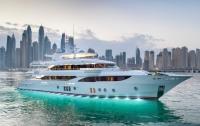 В ОАЭ спустили на воду отделанную самоцветами яхту длиной 47 метров