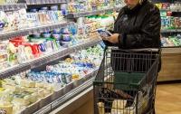 Фальсифицированные молочные продукты поступают на прилавки магазинов