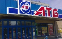 Пьяная пара устроила драку с костылями в популярном супермаркете (видео)