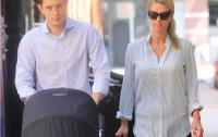 Никки Хилтон и Джеймс Ротшильд вышли на прогулку с новорожденной дочерью