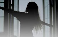 Трагическая смерть: 14-летняя девочка выбросилась из окна