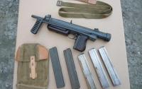 Житель Харьковщины нашел в огороде пистолет-пулемет