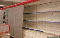 Пустые полки в крымских супермаркетах скрывают за занавесками