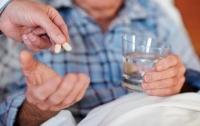 Медики рассказали, чем нельзя запивать таблетки