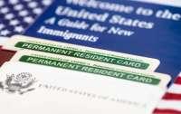 Верховный суд США разрешил усложнить выдачу грин-карт