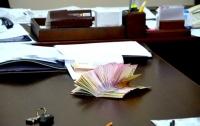 Украинские чиновники не перестают доказывать свою любовь к незаконным деньгам