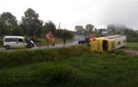 В Карпатах перевернулся неоплан с туристами, есть погибший