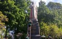 В столице неизвестные облили краской памятник Ватутину