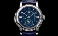 На аукционе в Женеве были проданы самые дорогие наручные часы в мире