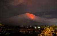 На Филиппинах больше девяти тысяч человек эвакуировали из-за извержения вулкана