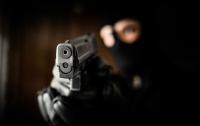 Полиция разыскивают вооруженного бандита, ограбившего ювелирный магазин в Киеве