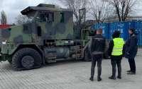 В Украину пытались ввести уникальный армейский тягач для танков (фото)