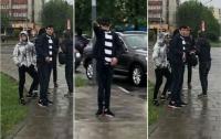 Толпа парней устроила драку в маршрутке Львова