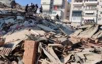 В турецком городе разрушены дома землетрясением (фото)