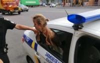 В Киеве воровка пыталась сорвать цепочку с шеи пенсионерки