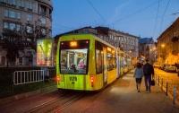 Во Львове трамвай отрезал женщине ногу (видео)
