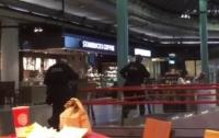 В аэропорту Амстердама застрелили человека с ножом