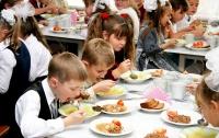 Украинских детей в лагерях отдыха кормят в антисанитарийных условиях, - МОЗ
