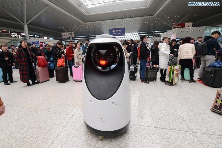 1-ый вмире робокоп вышел охранять китайцев