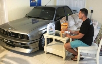 Владелец спрятал BMW M3 от урагана