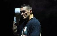 Александр Усик отказался от чемпионства