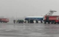 Самолёт столкнулся в аэропорту с машиной