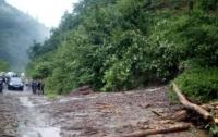 Оползень на Закарпатье заблокировал дорогу национального значения