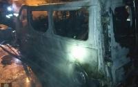 В Харькове на парковке горели иномарки