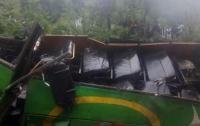 ДТП в горах Индии: автобус рухнул в ущелье, погибли более 40 человек
