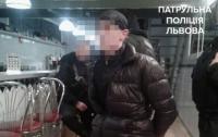 Мужчина угрожал пистолетом в львовском кафе, а потом хотел совершить самоубийство