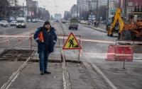 Прорыв теплосети в Киеве: улицы залило зеленой водой
