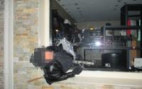 Неудачное ограбление: во Франции вор застрял в окне магазина, который ограбил