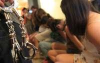 Иностранец вербовал девушек с Донбасса для работы в борделях