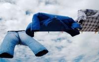 Джинсы спасли жизнь упавшему в открытое море мужчине