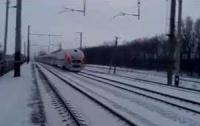 «Хюндаевы» страсти: злополучный поезд снова встал среди поля