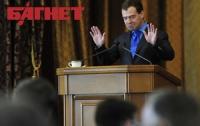 Медведев предлагает пускать граждан СНГ в Россию по загранпаспортам