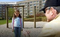 В Харьковской области педофил развращал семилетнюю девочку