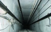 На Харьковщине 11-летняя девочка упала в шахту лифта